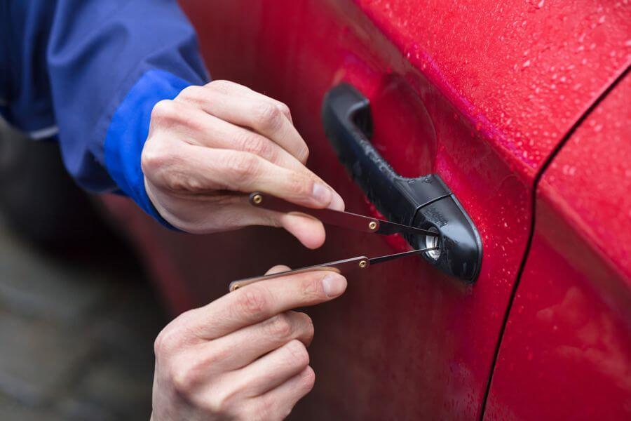 Schlüsseldienst Stuttgart Rohr Autoöffnung